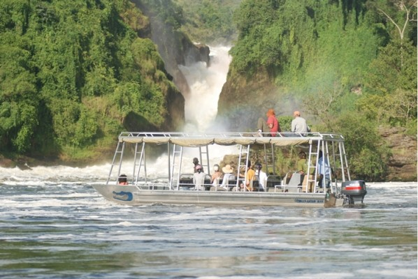 boat cruise in murchison falls